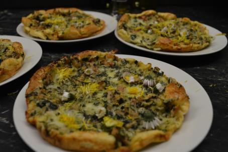 Blumen-Kräuter-Pizza -  (Foto: Eva Maria Lipp - Nicht zur freien Verwendung)