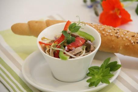 Rindfleisch-Sojasprossensalat -  (Foto: Elisabeth Heidegger - Nicht zur freien Verwendung)