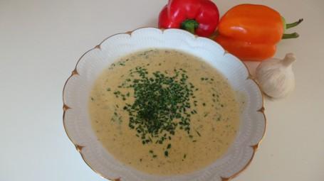 Knoblauchrahmsuppe mit Paprika -  (Foto: Elisabeth Hundsdorfer - Nicht zur freien Verwendung)