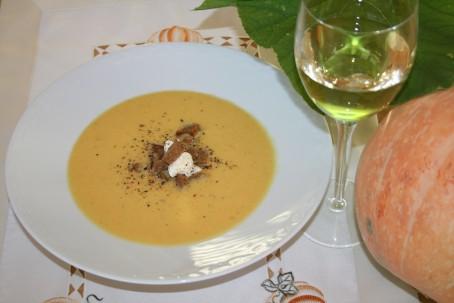 Kürbiscremesuppe mit Wein -  (Foto: Friederike Schmitl - Nicht zur freien Verwendung)