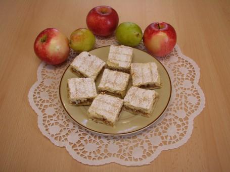 Gedeckter Apfelkuchen -  (Foto: Maria Thek - Nicht zur freien Verwendung)