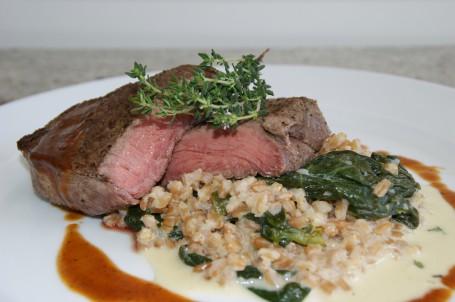 Steak mit Spinat-Dinkelrisotto -  (Foto: LK OÖ/Evelyn Puchner - Nicht zur freien Verwendung)
