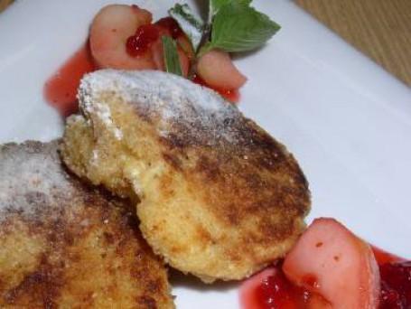 Topfenlaibchen (süß) mit Preiselbeer-Apfelragout -  (Foto: LK OÖ/Romana Schneider - Nicht zur freien Verwendung)