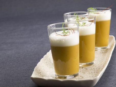 Kürbissuppe mit Chili und Milchschaum -  (Foto: AV/Cadmos/Miguel Dieterich - Nicht zur freien Verwendung)
