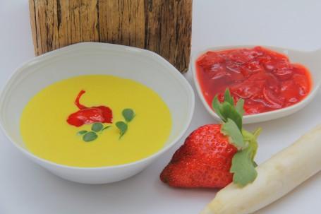 Spargelsuppe mit Curry und Erdbeer-Zwiebelkompott -  (Foto: Elisabeth Heidegger - Nicht zur freien Verwendung)