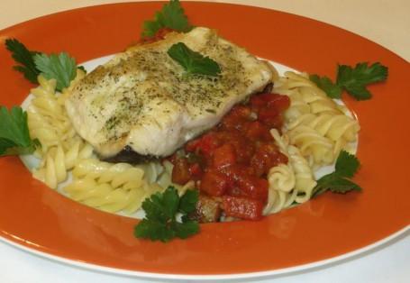 Seesaibling auf Pasta mit Gemüseragout -  (Foto: Eva Maria Lipp - Nicht zur freien Verwendung)