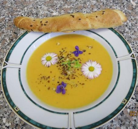 Karotten-Ingwer-Cremesuppe -  (Foto: Eva Ulram - Nicht zur freien Verwendung)